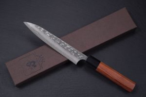 Knife-Art-Kochmesser-Petty-Yoshimi-Kato-gehaemmert-tsuchime-Frontal-mit-Box